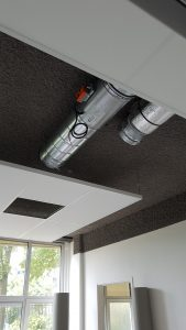 Luchtkanalen met klep aan plafond
